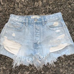 Distressed high waisted Abercrombie&Fitch shorts